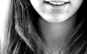 Co może być przyczyną pękających ust?