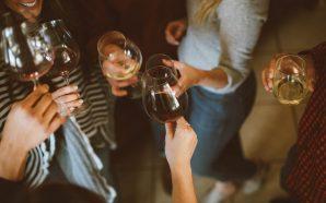 Jakie wino wybrać, idąc na imprezę ze znajomymi?